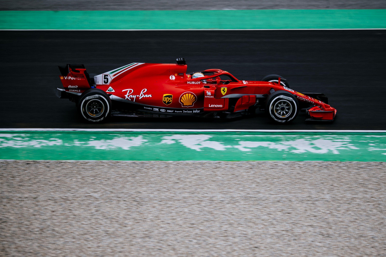 Mercedes e Ferrari vicine Hamilton e Vettel si sfidano