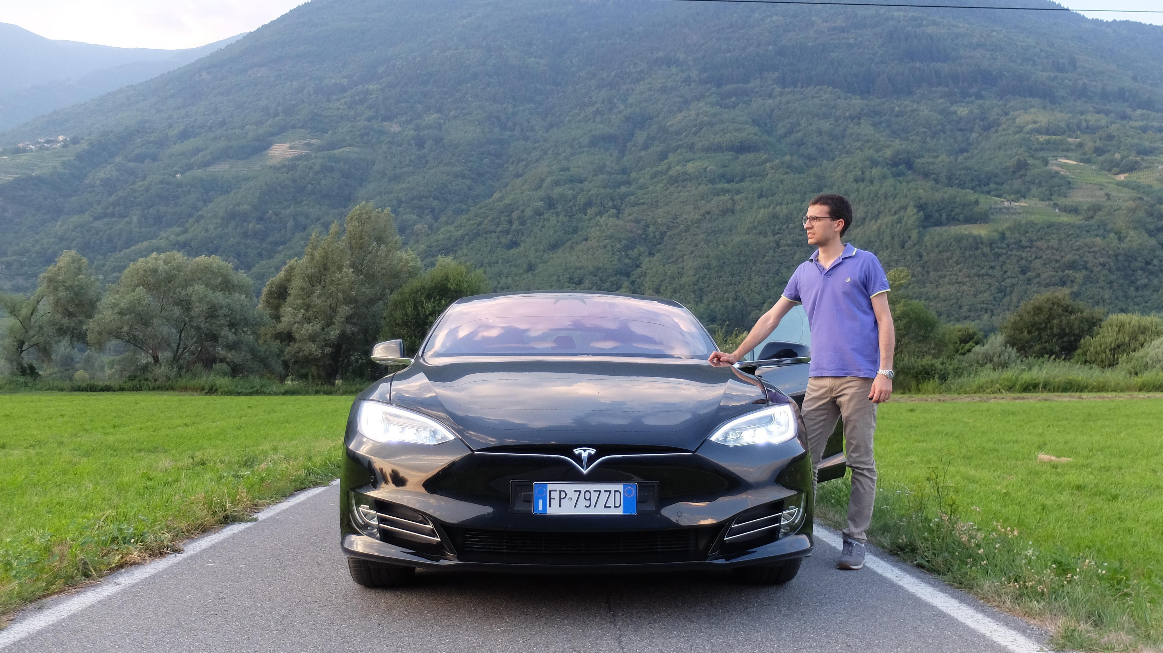 Record Tesla in Borsa, conviene investire? Analisi di mercato