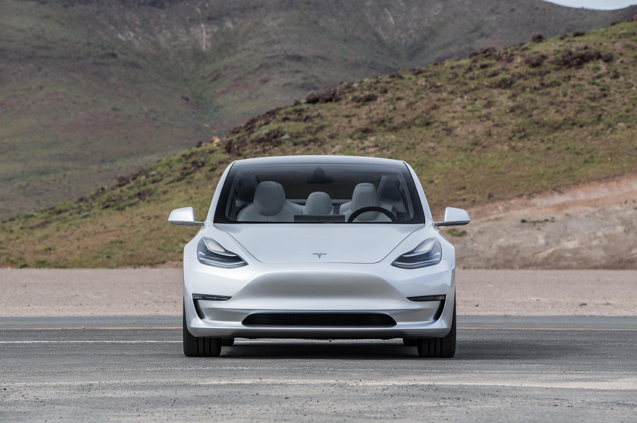 Tesla Model 3 ha salvato il marchio dal Fallimento