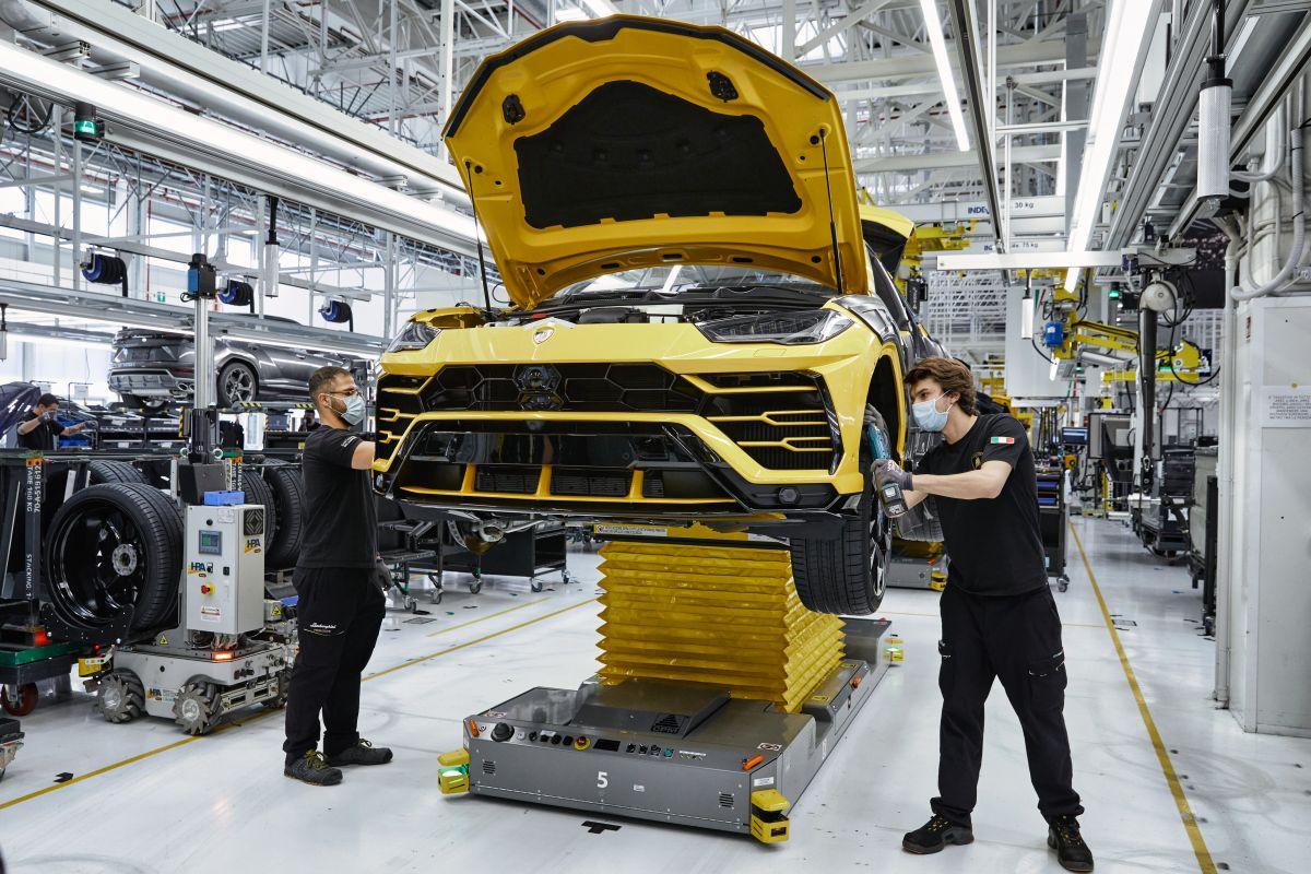 Lamborghini: riparte la produzione arriva una novità