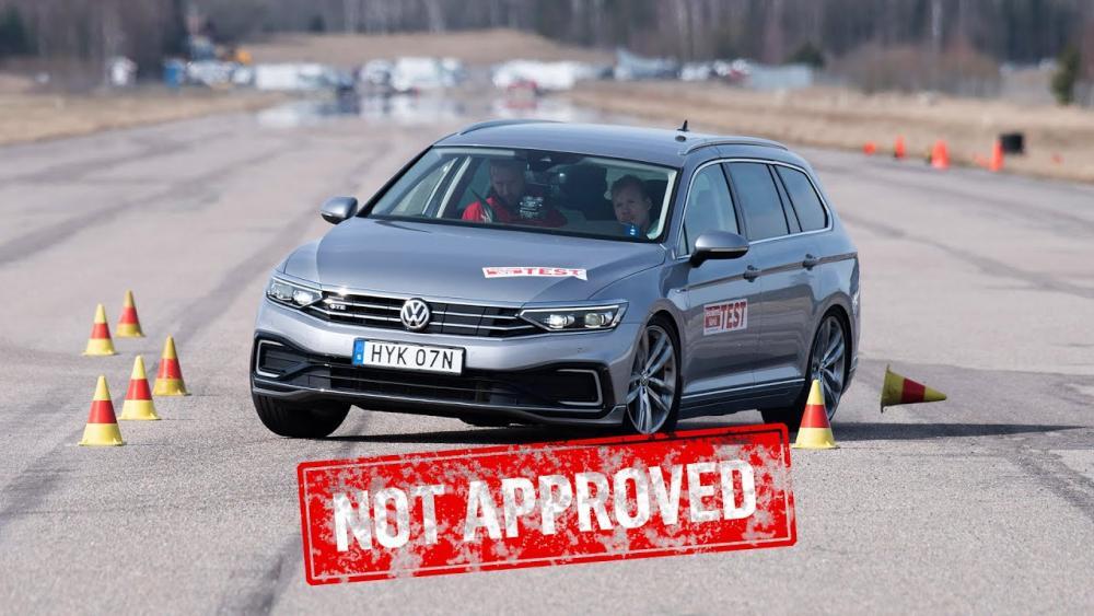 Volkswagen Passat e Skoda Superb bocciate al test dell'alce