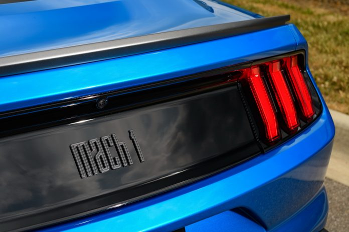 Nuova Ford Mustang Mach 1, il logo in Anteprima