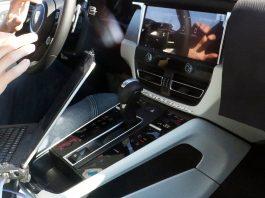 Nuova Porsche Macan 2021, gli interni in Anteprima