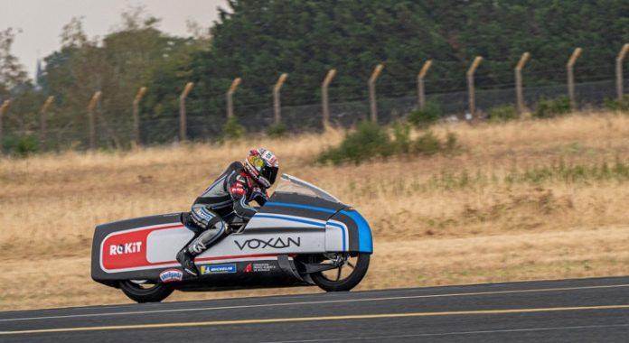 Voxan Wattman: Max Biaggi in sella alla moto da 400km/h