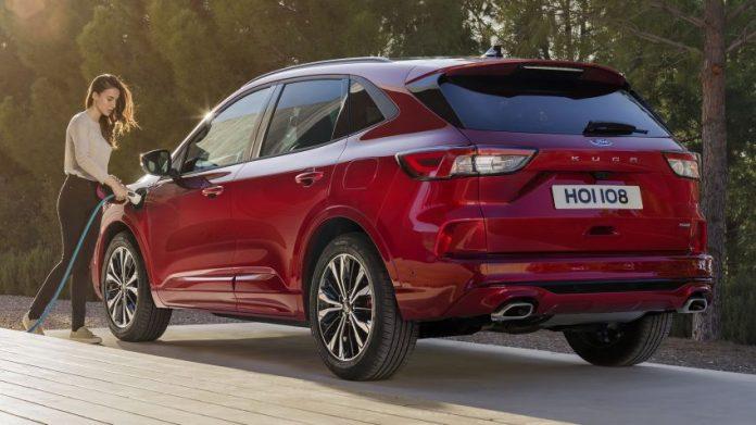 Ford ritira la Kuga Plug-in Hybrid e acquista crediti CO2