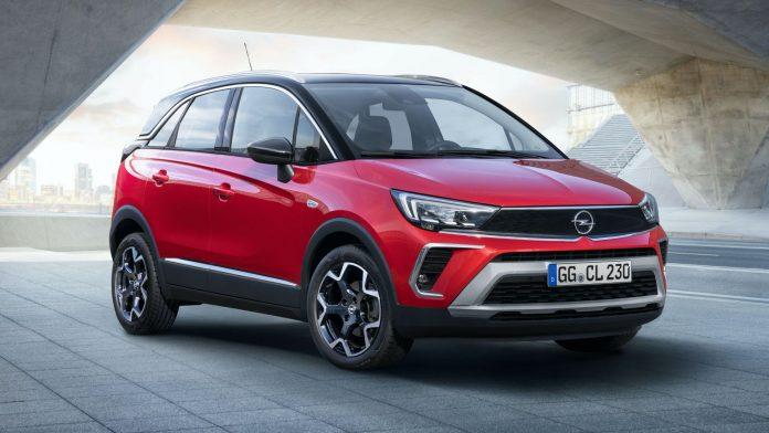Opel e Vauxhall hanno ufficializzato la presentazione del loro Crossland del 2021 dopo che le prime immagini e informazioni sono apparse nel Regno Unito in data odierna. Si tratta di un lifting piuttosto significativo e questo si riflette nel nome del modello, che fa a meno dell'appendice