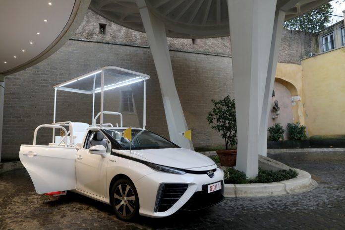 La Toyota Mirai è la prima Papamobile ad Idrogeno