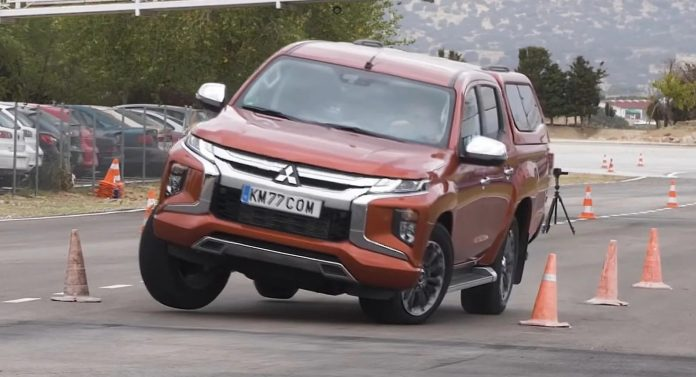 Mitsubishi L200 2021, figuraccia al Test dell'Alce [VIDEO]