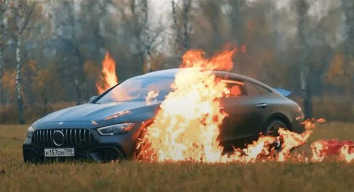 Questo Youtuber Russo brucia in Video la sua Mercedes-Amg GT 63S