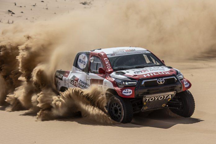 Nuovo Toyota Hilux 2021, la versione per la Dakar