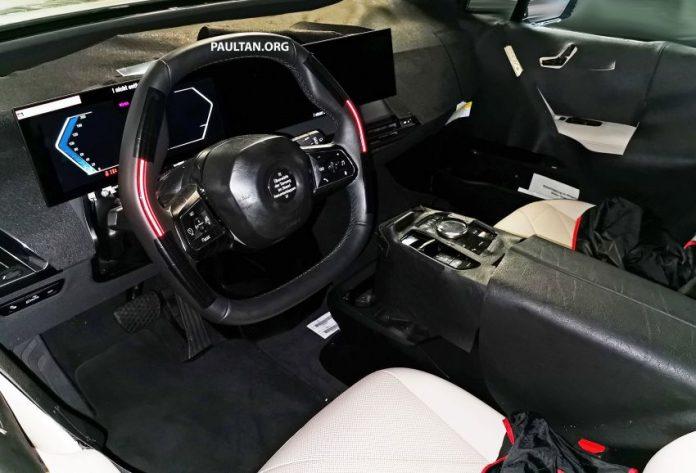 Nuova BMW iX 2021, gli interni in Anteprima Esclusiva