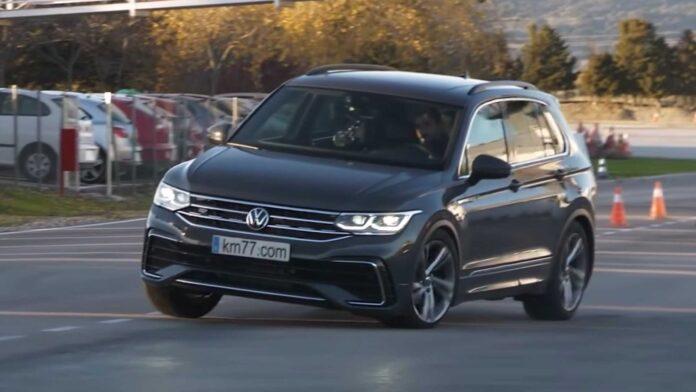 Volkswagen Tiguan 2022, non bene al test dell'Alce [VIDEO]