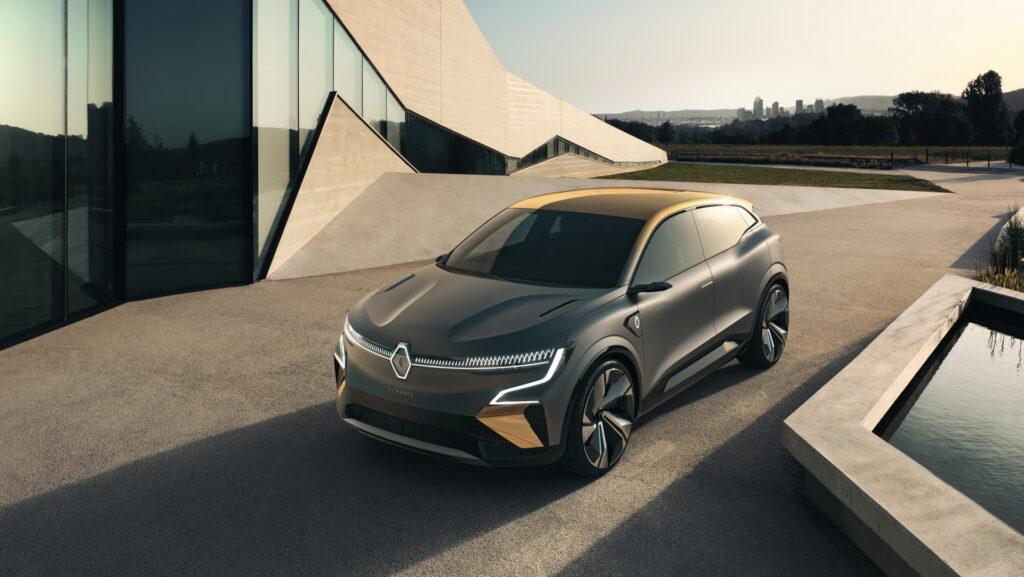 Renault taglia la Gamma del 30% parola di de Meo