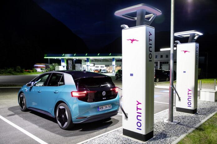 Volkswagen: 750 nuove colonnine per Auto elettriche in Germania