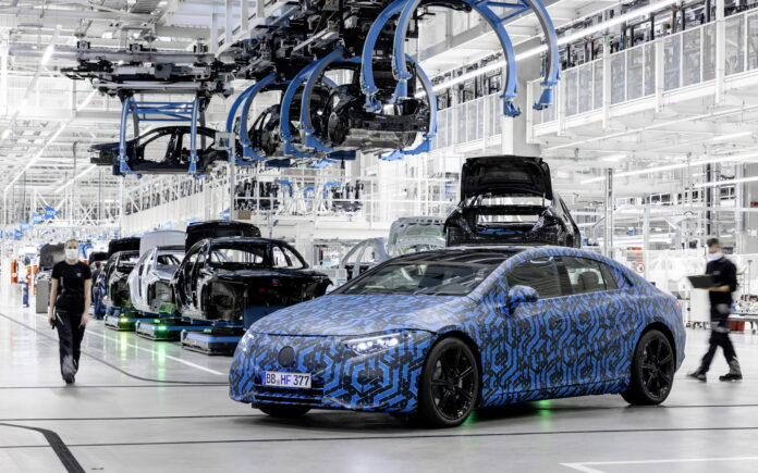 Mercedes-Benz EQS 2022, parte la produzione nel Mondo