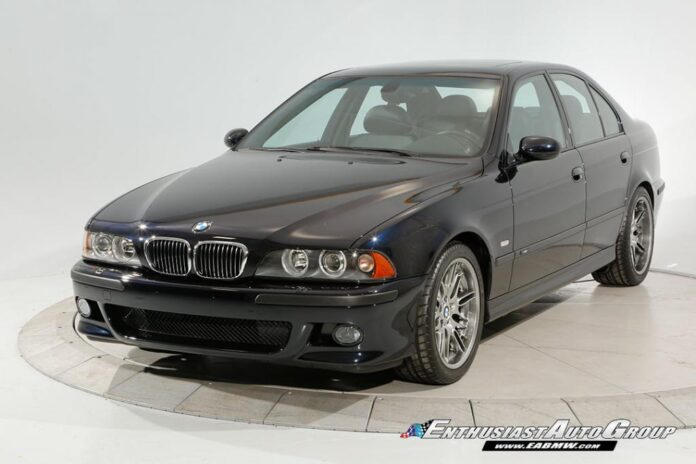 Spenderesti 200.000 euro per una BMW M5 del 2003?