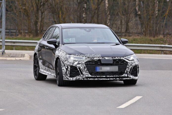Nuova Audi RS3 2022, le foto rubate dai test su strada