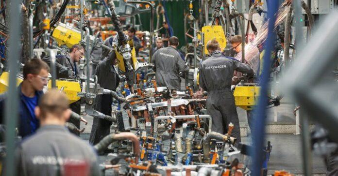 Crisi dei Chip: Daimler e VW tagliano le ore di lavoro